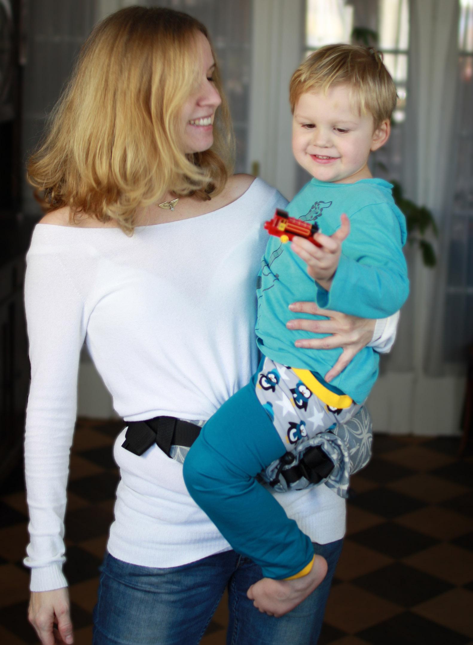 Kind am Hüftsitz tragen