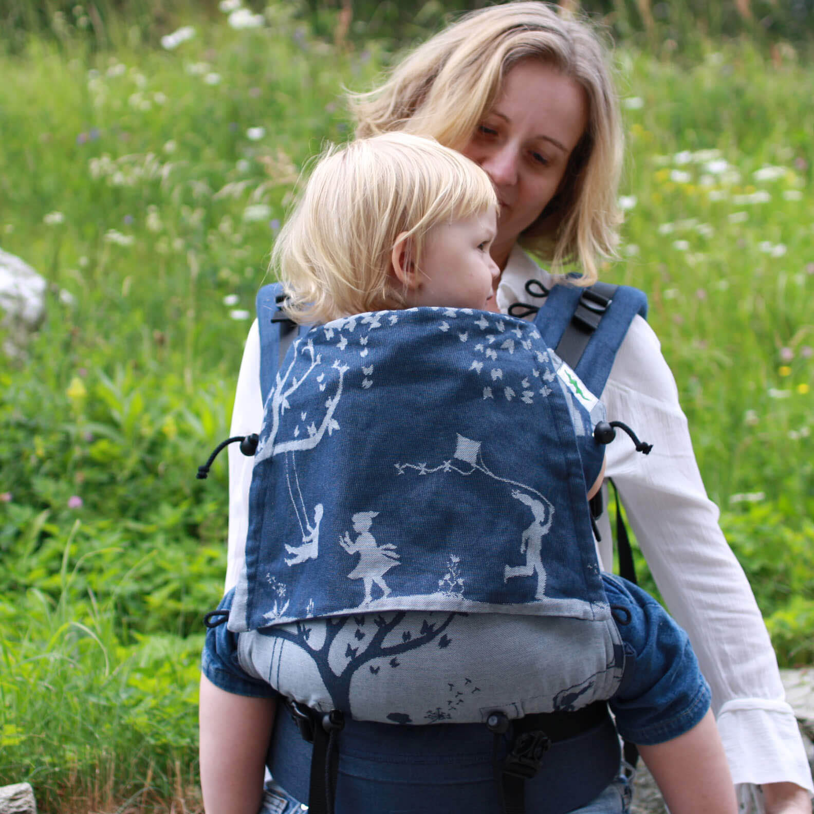 Buzzidil XL toddler carrier