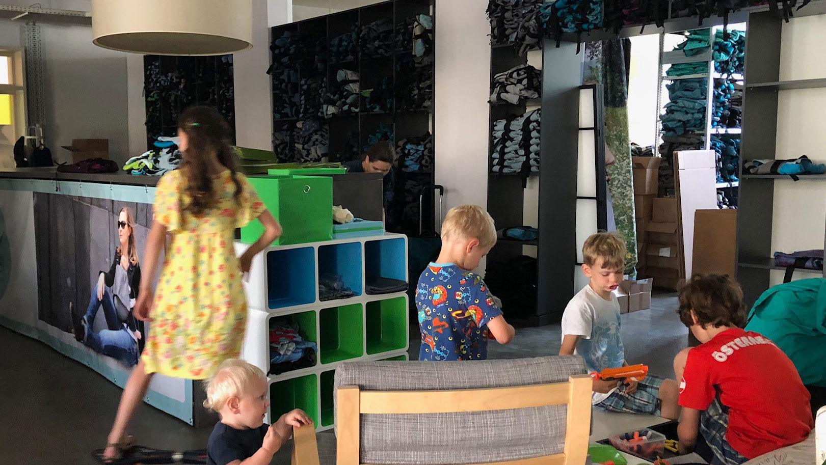 Kinder im Büro - Foto aus 2019